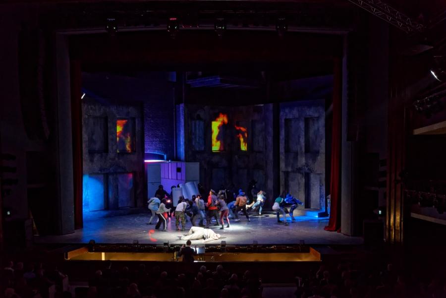 6D видеомэпинг для постановки рок-оперы «Преступление и